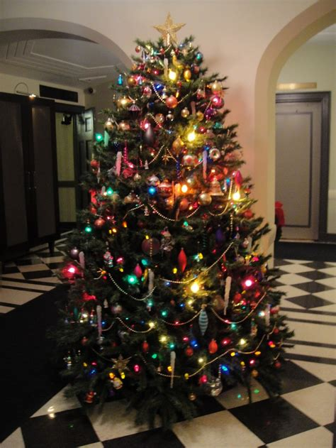 ideas for decorating multi colored lights tree