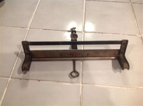 antique dunlap hand  sharpening vise  set good shape