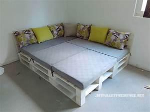 Canape feuilletee et table de palettes convertible en lit for Canapé lit palette