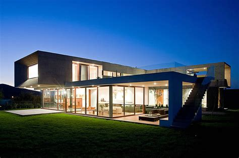 C Shaped Home Designs : U-shaped House With Glass Lower Floor And Concrete Upper