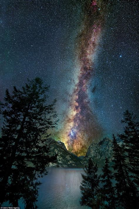 Photographer Captures Beauty Milky Way Above