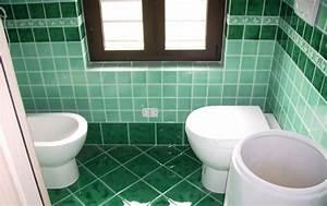 Rivestimento Bagno Verde Mela : Piastrelle bagno verdi. . bagno vecchio semplice con pavimento di