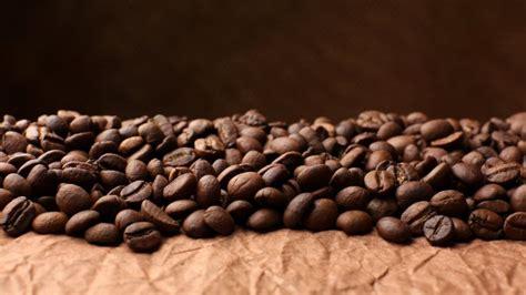 cafe en grano sobre una hoja de papel fondos de pantalla