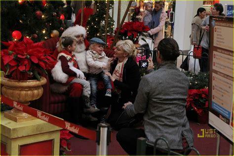 Full Sized Photo Of Gwen Stefani Santa Claus 20