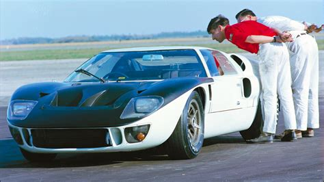 To fight back, ferrari's 330 p4 made its debut at daytona in. Ford v Ferrari: the real story of the GT40 at Le Mans | Motoring Research
