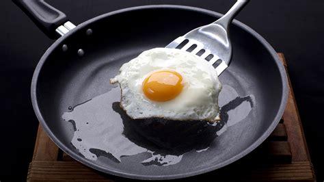 ways youre ruining  nonstick pans    save  todaycom