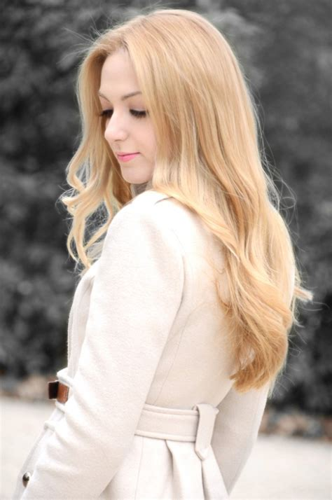 beautiful long blonde hairstyle  spring hairstyles weekly
