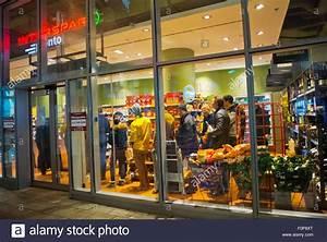 Sonntag Supermarkt Berlin : spar stockfotos spar bilder alamy ~ Watch28wear.com Haus und Dekorationen