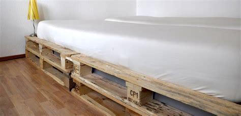 Bett Aus Einwegpaletten by Wir Bauen Ein Bett Aus Einwegpaletten M 246 Bel