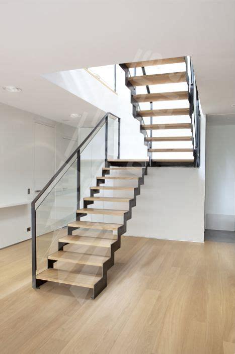 res d escalier interieur les 25 meilleures id 233 es de la cat 233 gorie re d escalier sur res id 233 es re d
