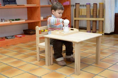 chaise montessori chaise et table pour les moins de 3 ans le coin montessori
