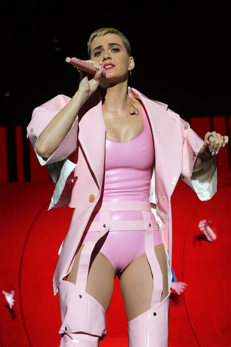 Katy Perry Performs at the You Tube Up Fronts in New York ...