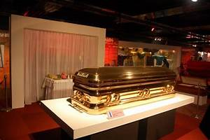 10 Wacky Coffins That People Have Been Buried In Page 3 Of 5