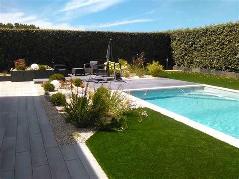 Un bel aménagement autour d une piscine