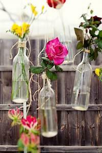 Einzelne Blume Vase : 24 stunning wine bottle centerpieces you never thought could complement a special event ~ Indierocktalk.com Haus und Dekorationen