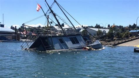 V8 Boat Fails by Port Coast Guard Working To Remove Boat That Sank In