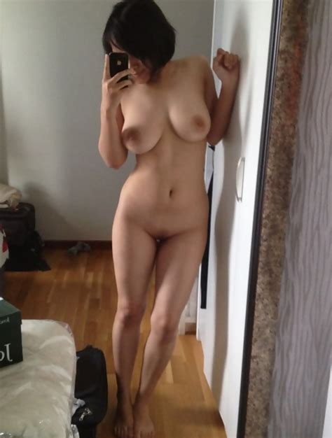 Mix Of Nude Selfies Of Hot Teens And Babes With Phones