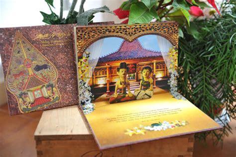 wedding ideas tips memilih kartu undangan bermotif batik