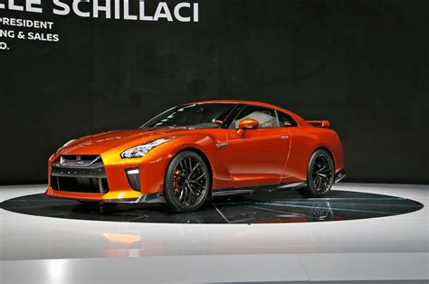 skyline nissan 2016 2017 nissan gt r first look review motor trend