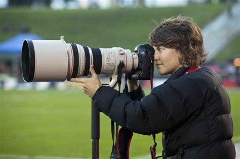 15088 sports photographers taking pictures sports photographer career information iresearchnet
