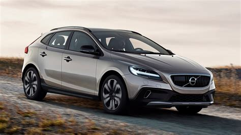 volvo launches   hatchback   cross country