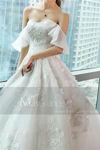 Robe de mariee dentelle avec bretelles tombantes bustier for Robe de mariée hiver avec bague homme or blanc