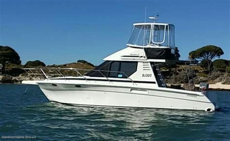 Diesel Boats For Sale by Used Commodore 33 Diesel Flybridge Cruiser For Sale