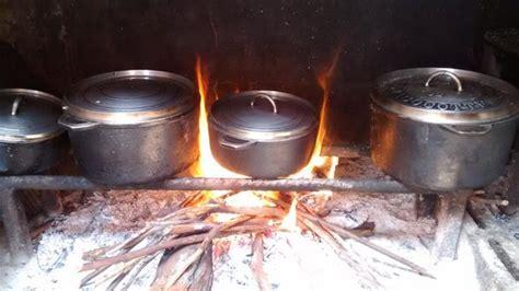 cuisine au feu de bois cuisine au feu de bois photo de la table des randonneurs