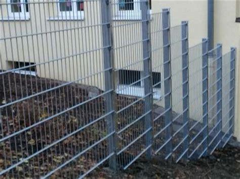gartenzaun errichten zaun f 252 r hanglage holz gel 228 nder f 252 r au 223 en