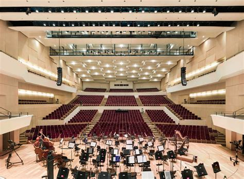 lille salle de spectacle the beautiful symmetry of grand theaters captured from center stage