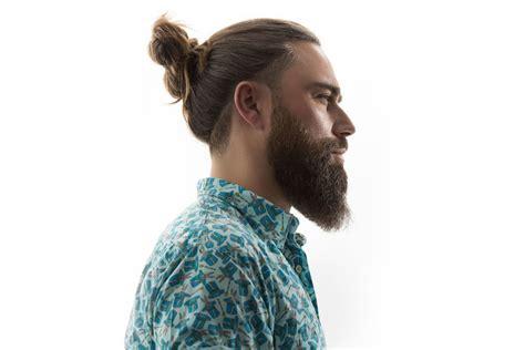 capelli raccolti uomo  idee super cool  portarli