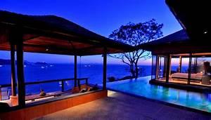 Infinity pool surrounding bedroom interior design ideas for Interior design bedroom with pool