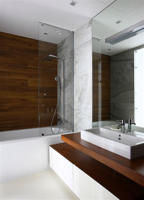 Badezimmer In Holzoptik by 15 Wood Tile Showers For Your Bathroom