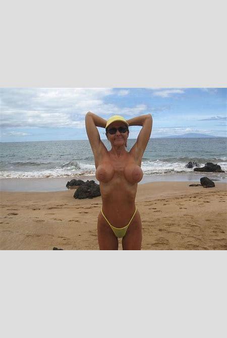Busty milf giving an outdoor beach blowjob - Pichunter