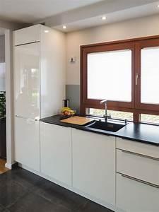 Küche Günstig Kaufen Mit Elektrogeräten : h cker k che in lack weiss hochglanz als u form mit ~ Watch28wear.com Haus und Dekorationen