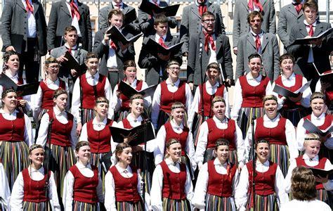 XXV Dziesmu svētki: dalībnieku skaits sasniedz vēl ...