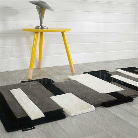 tapis noir  blanc prestige de couloir design pebbles par