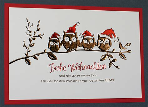 weihnachtskarte creme mit vier weihnachts eulen auf einem