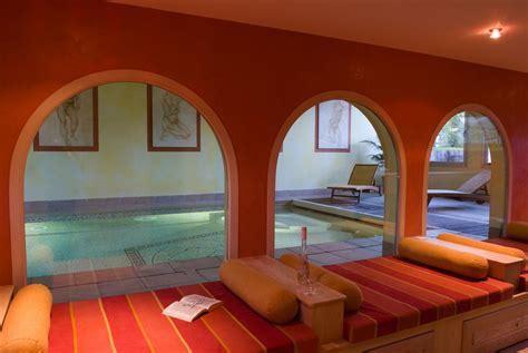 piscine d int 233 rieur c 244 t 233 jardin