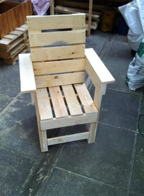 how to make a pallet chair pallets designs