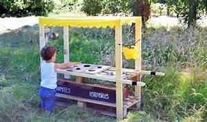 Jeux Exterieur Enfant 2 Ans : diy fabriquez une mud kitchen une cuisine en bois pour les enfants ~ Dallasstarsshop.com Idées de Décoration