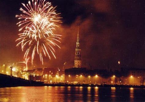 Sveicam Latvijas Republikas proklamēšanas dienā ...