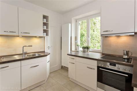 Kleine Küche Stauraum by Kleine Kueche Mit Viel Stauraum Und Modernen Haushaltsgeraeten