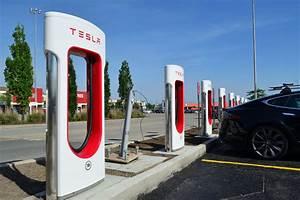 Borne De Recharge Tesla : tesla lance la troisi me g n ration de sa borne de recharge supercharger l 39 usine auto ~ Melissatoandfro.com Idées de Décoration