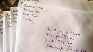 Queen personally thanks man who sent her Christmas cards ...