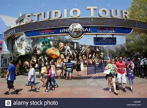 ENTRANCE TO THE STUDIO TOUR OF UNIVERSAL STUDIOS LOS ...
