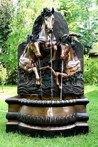 Outdoor fountains here39s a large outdoor fountain wit for Large outdoor fountains