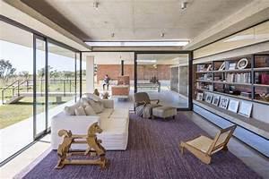 Klinkersteine Für Wohnzimmer : rote klinkersteine und beton f r innen und au en haus in brasilien ~ Sanjose-hotels-ca.com Haus und Dekorationen