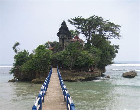 daftar wisata pantai malang  terkenal  gambar