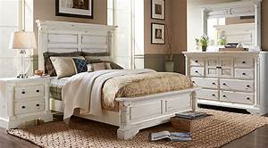Claymore Park Off-White 8 Pc King Panel Bedroom - King